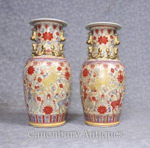 ペアの中国の青磁の磁器の花瓶は、鹿の手描きの鹿