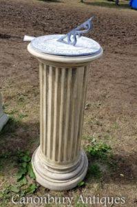 古典的な石Doric Sundialガーデンアートタイム