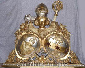 彫刻されたイーグルの彫刻されたロシアの紋章の金箔の手