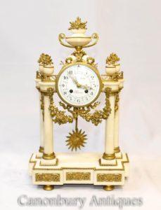 フランス帝国の大理石のマントル時計Ormoluの備品古典的な