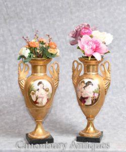 フランスのセーブル磁器花瓶白鳥乙女を処理します。