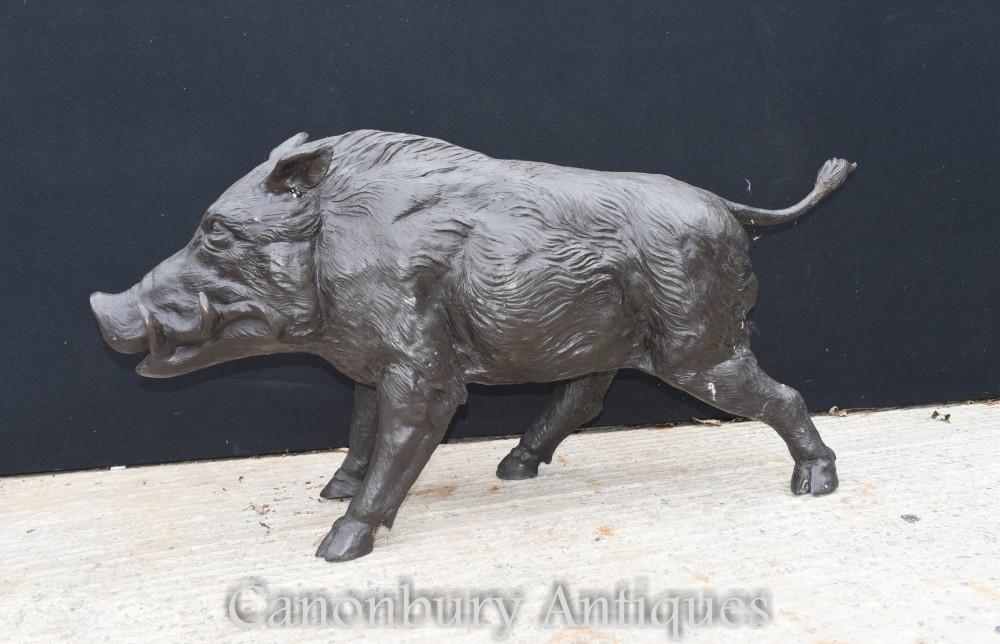 等身大のイノシシの像-ケルトの野生の豚の像